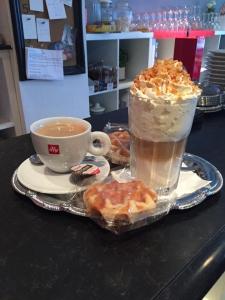 Lungo koffie & Latte caramel